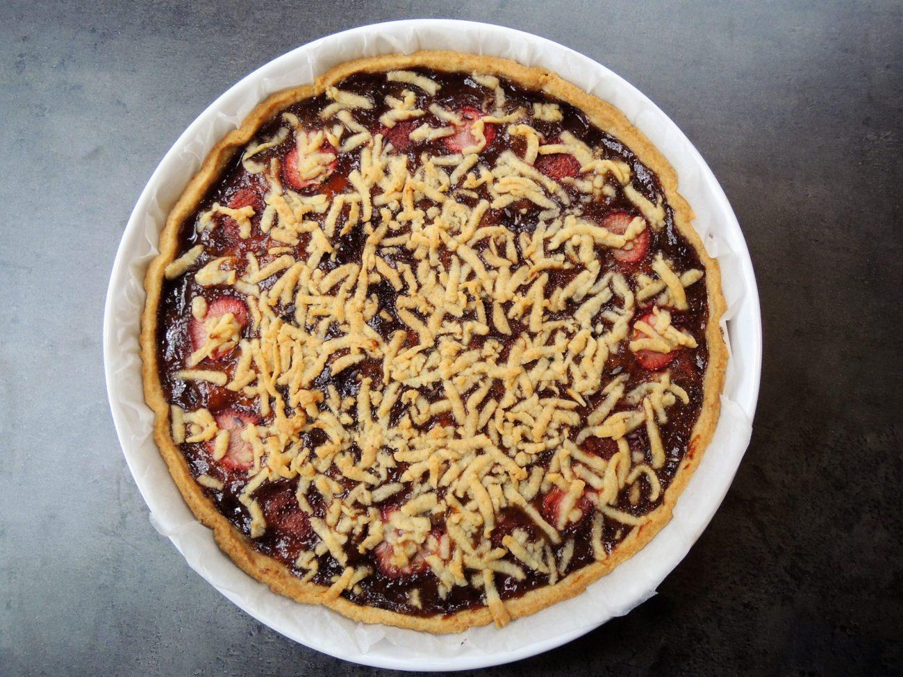 Linecký koláč s jahodovou marmeládou a levandulí