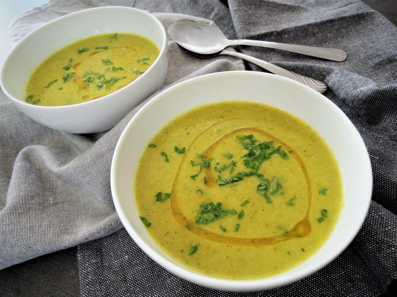 Brokolicová polévka s kokosovým mlékem a kurkumou