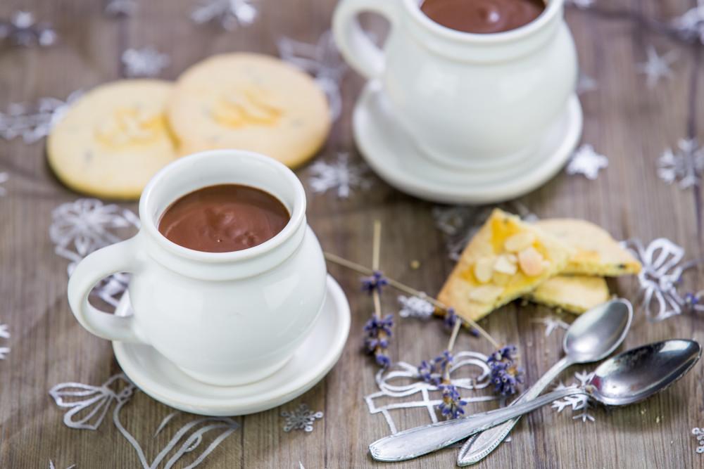 Horká čokoláda s levandulí