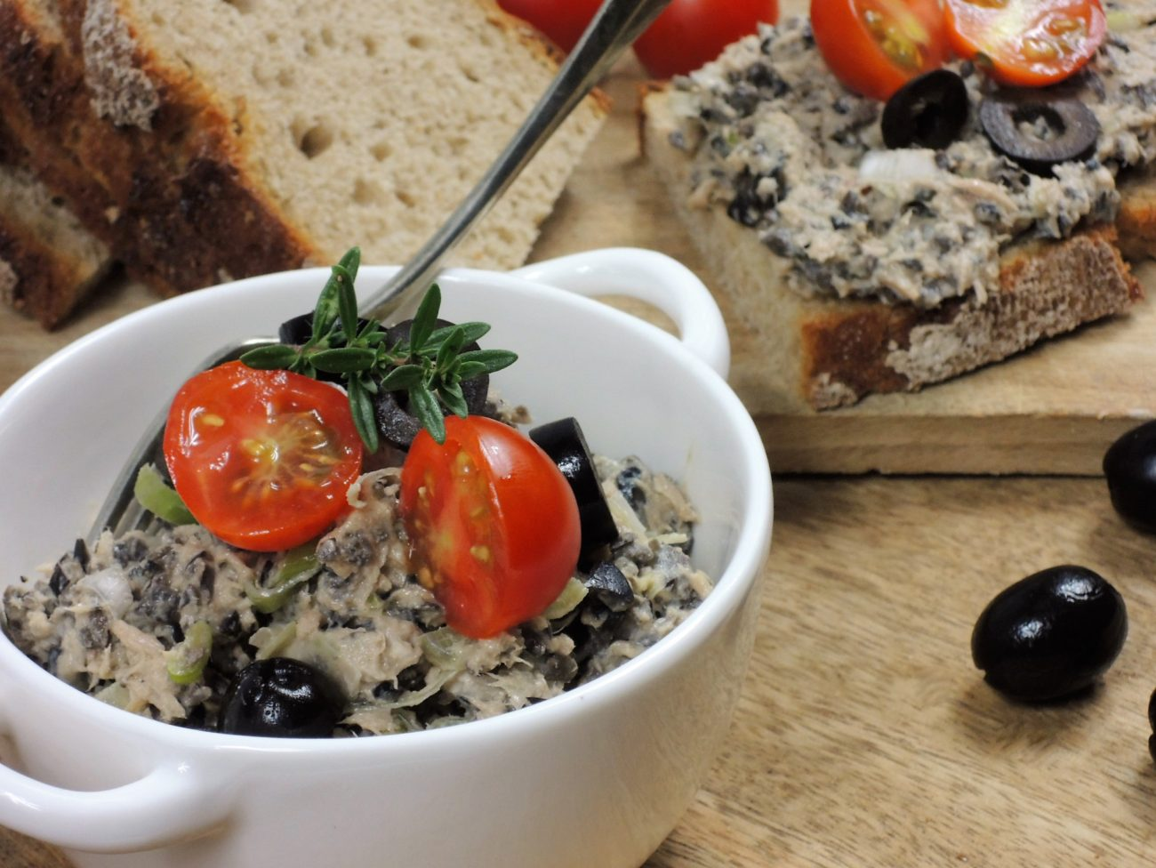 Pomazánka z tuňáka a černých oliv