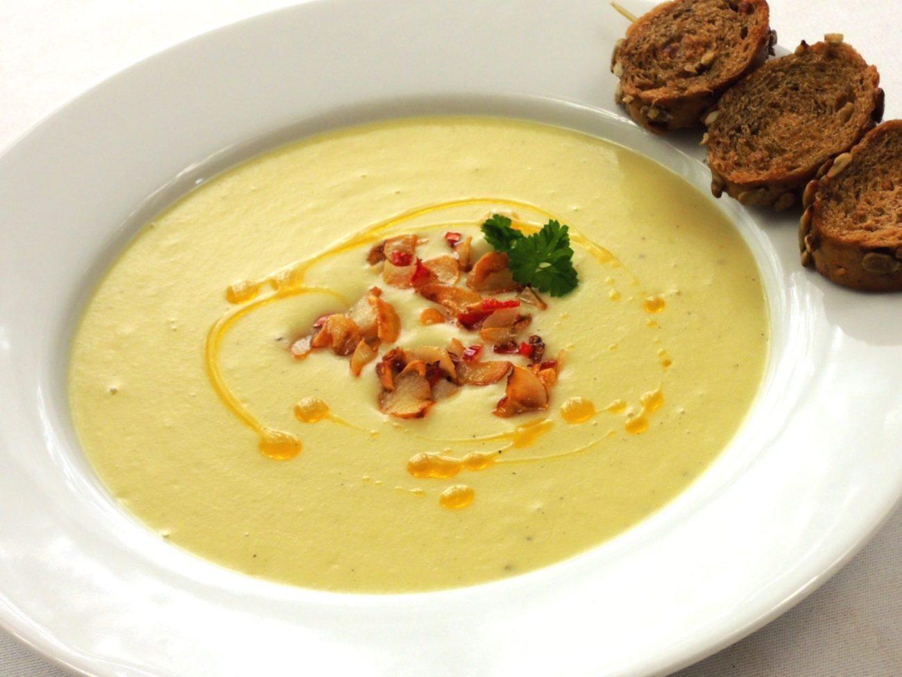 Křenová krémová polévka s toustíky