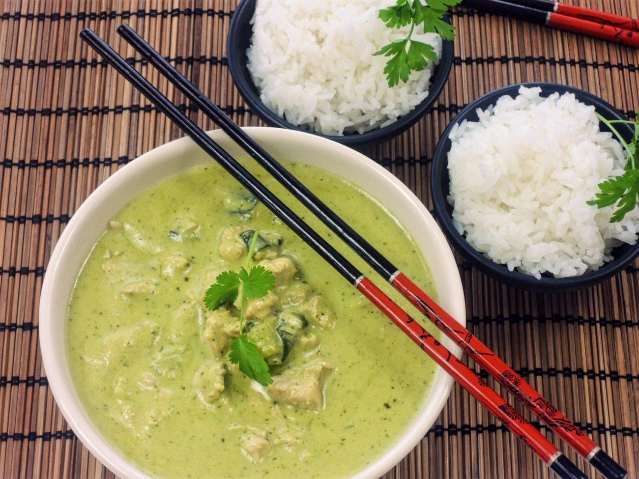 Kuřecí zelené kari s jasmínovou rýží