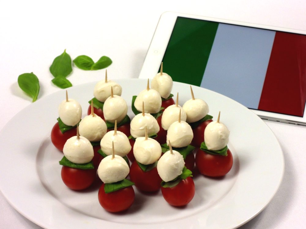 Italské párty špízy z mozzarelly a rajčátek