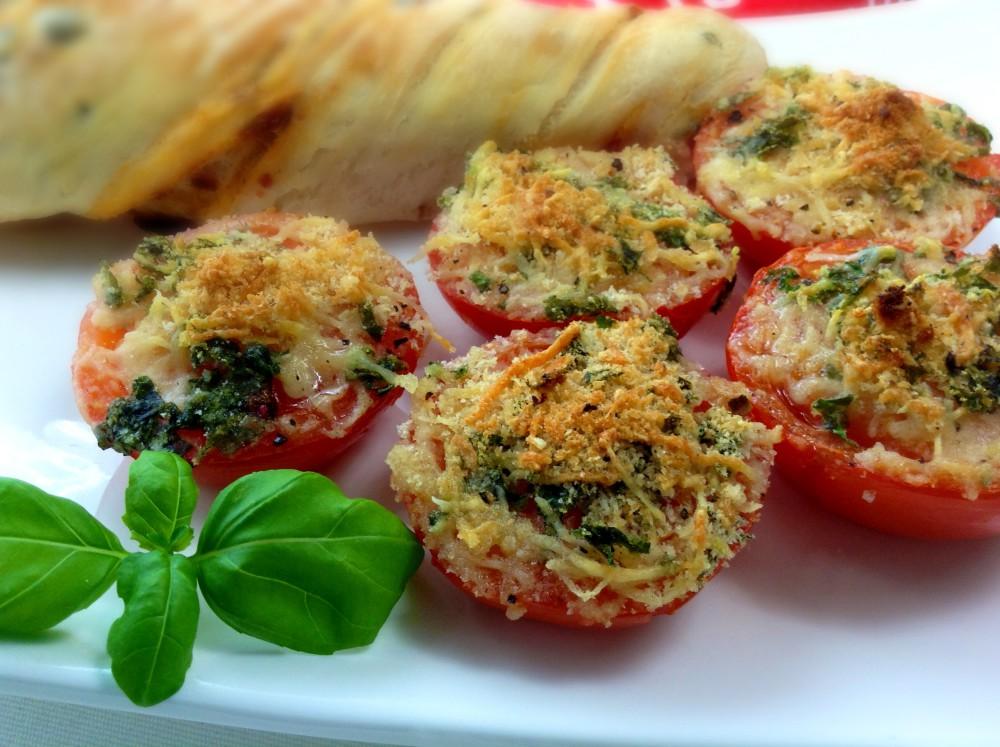 Rajčata zapečená se zelenou strouhankou
