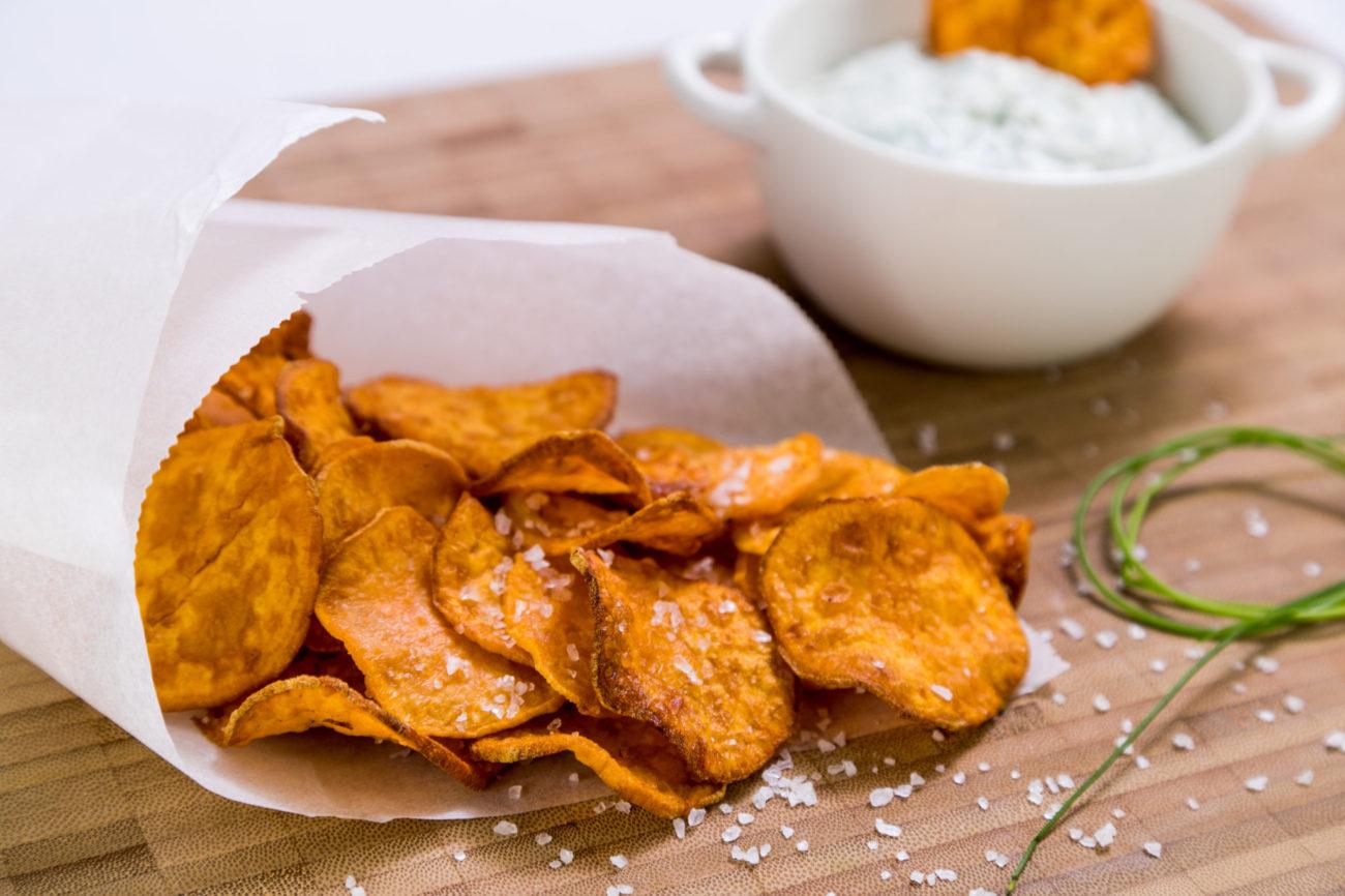 Batátové chipsy s pažitkovým dipem