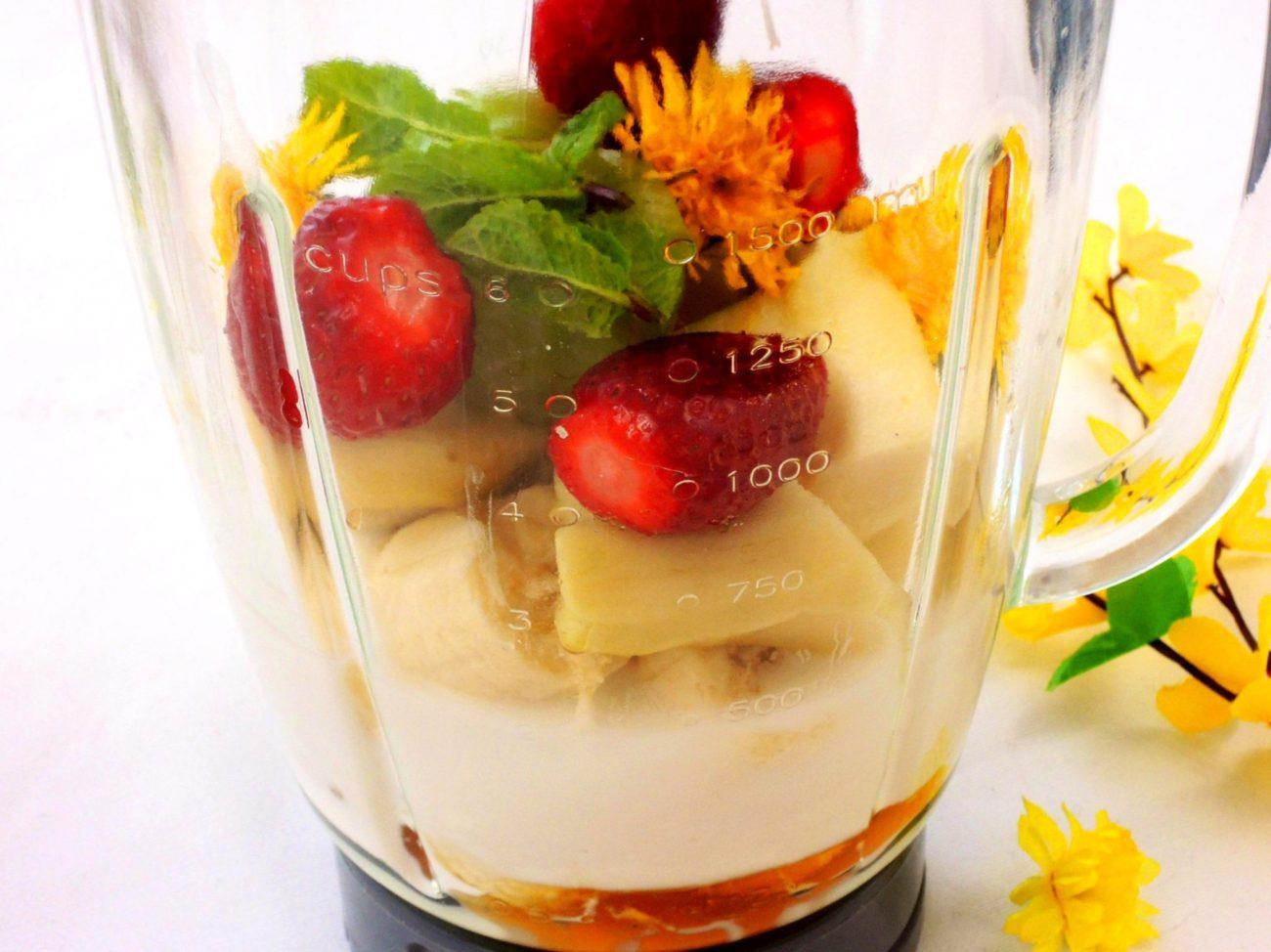Ovocné smoothie s pampeliškami