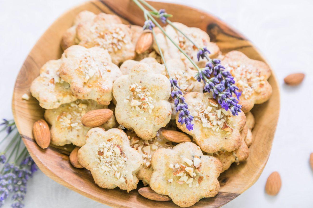 Máslové sušenky s levandulí a mandlemi