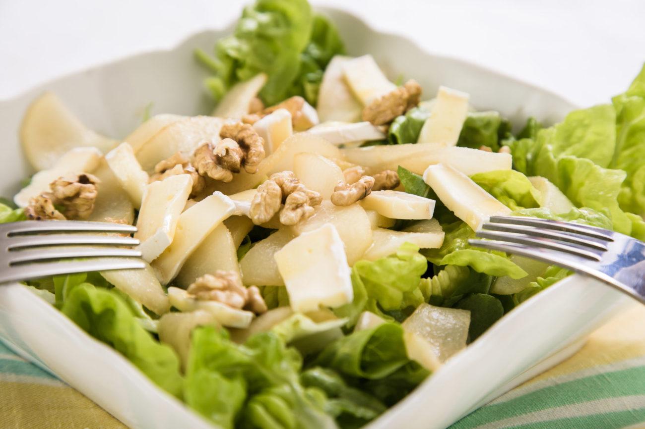 Salát s hruškami a brie