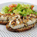 Chlebíčky s rozpečeným kozím sýrem