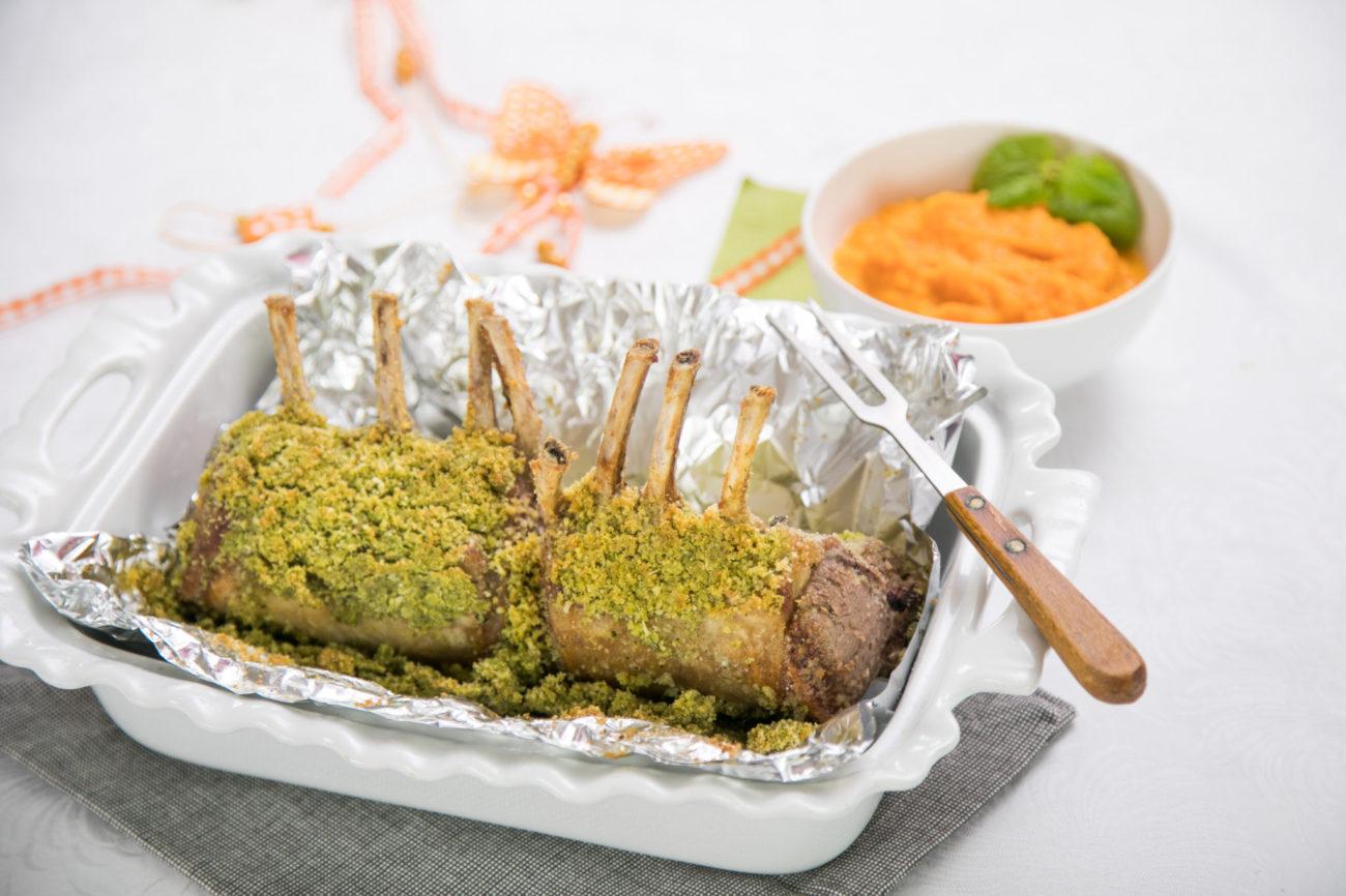 Jehněčí kotletky v mátové krustě s mrkvovým pyré