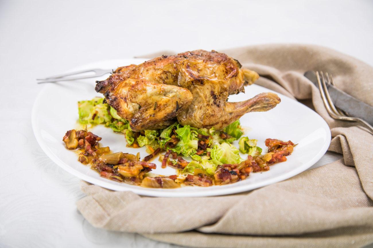 Pečené kuřátko se zelím z růžičkové kapusty