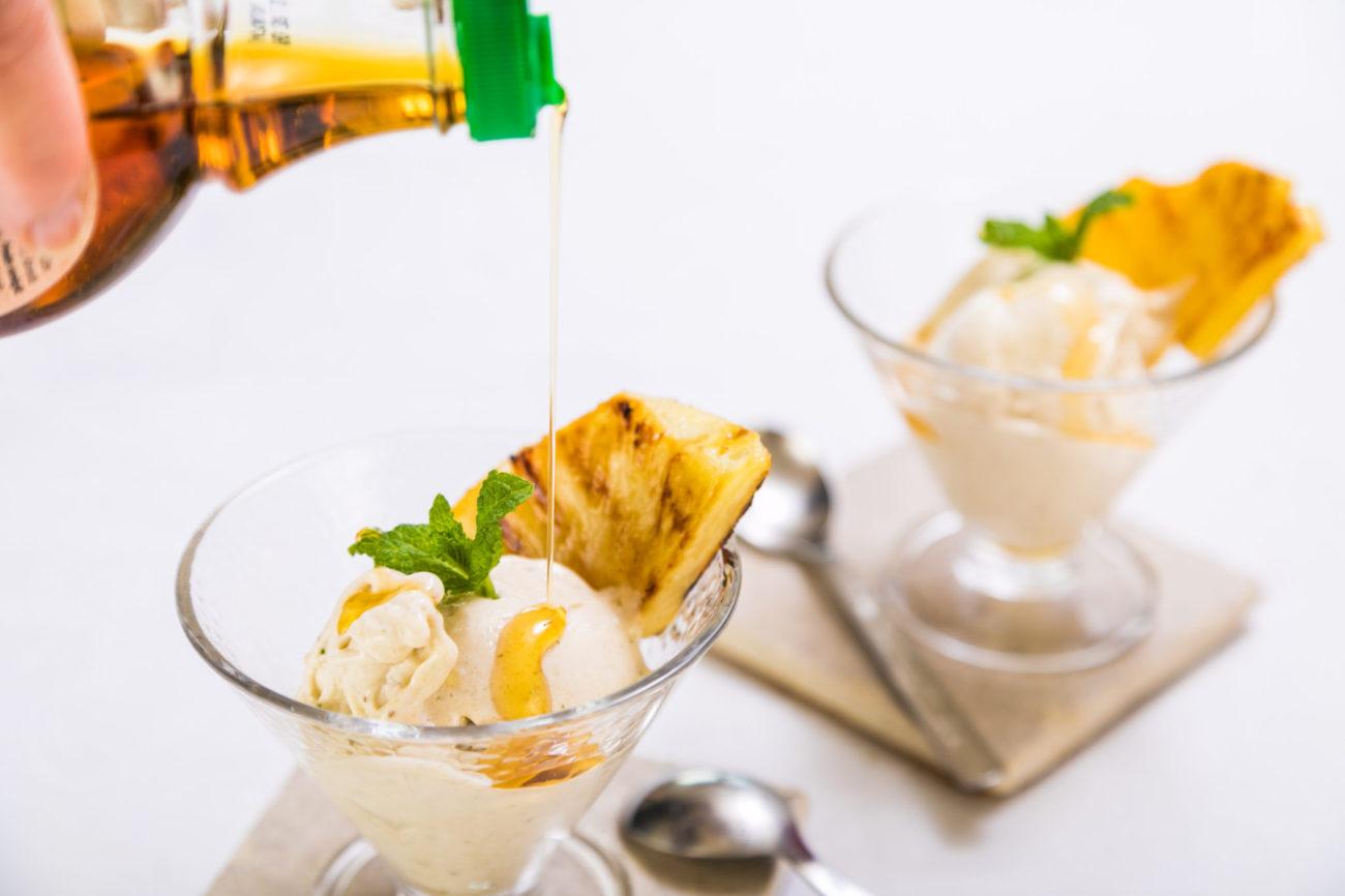 Grilovaný ananas s banáno-mátovou zmrzlinou