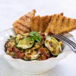 Pikantní cuketový salát s Gorgonzolou a sušenými rajčaty