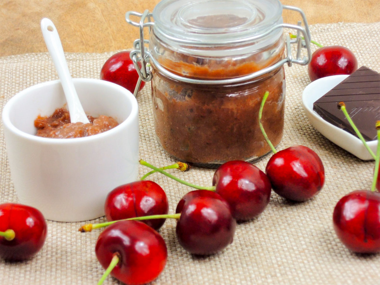 Třešňová marmeláda s čokoládou