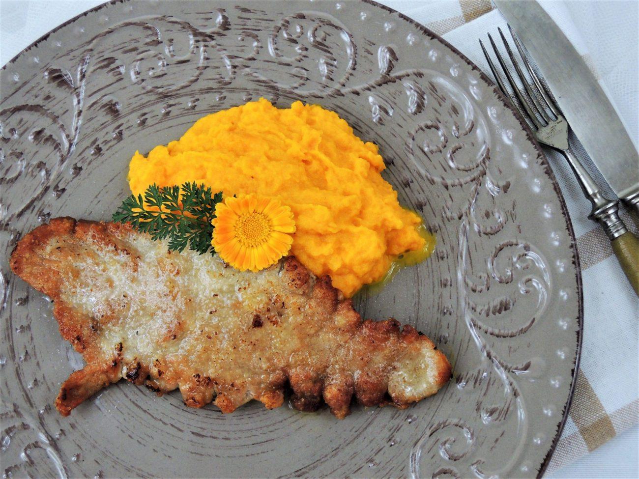 Přírodní vepřový řízek s mrkvovým pyré
