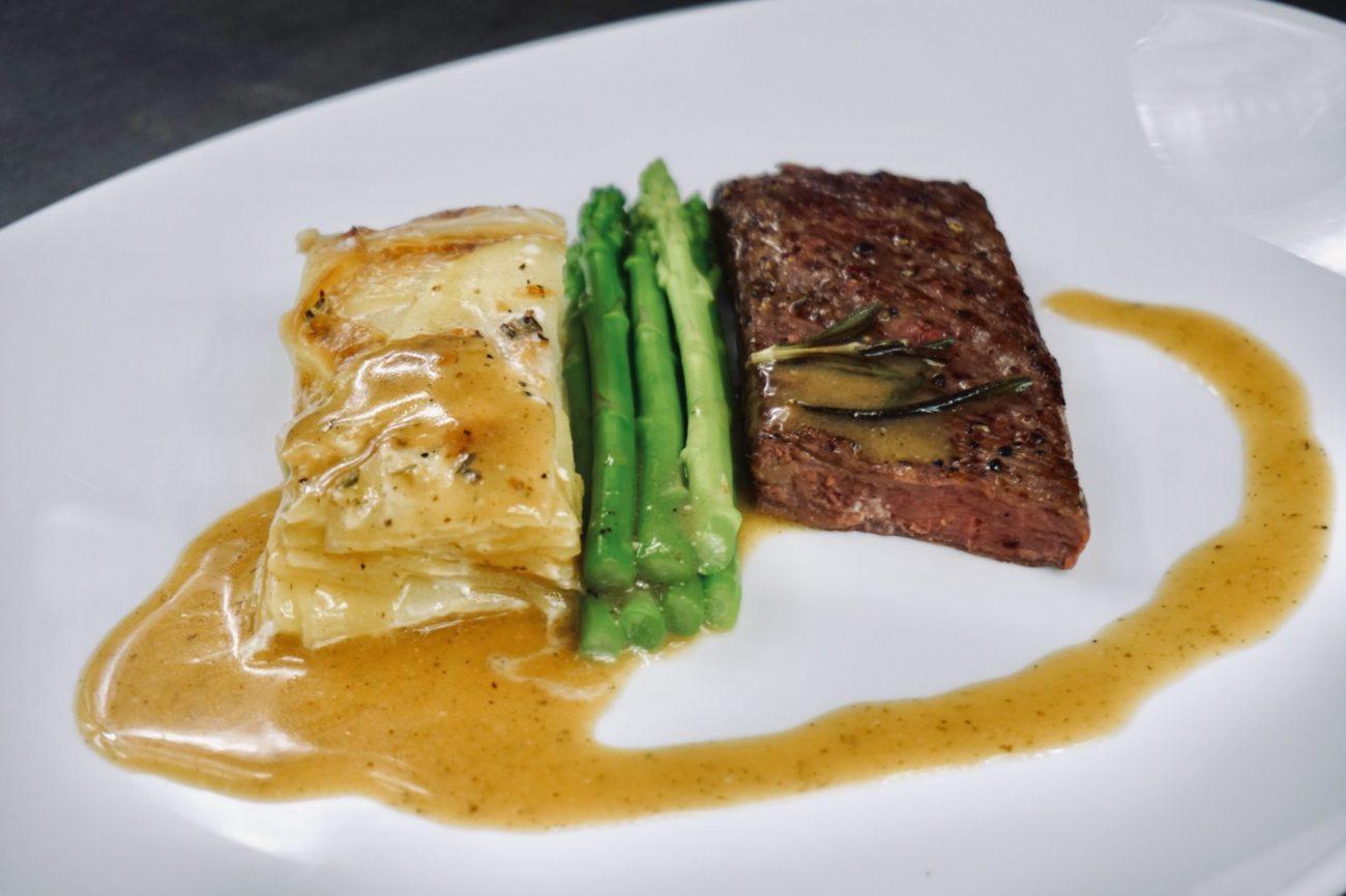 Flank steak s gratinovanými brambory