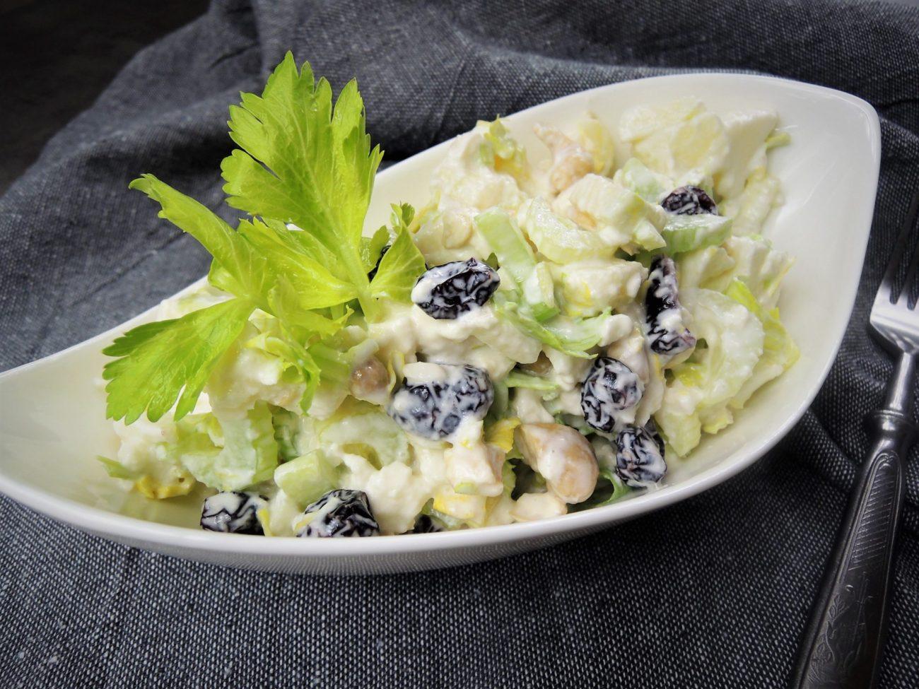 Salát z řapíkatého celeru s mozzarellou