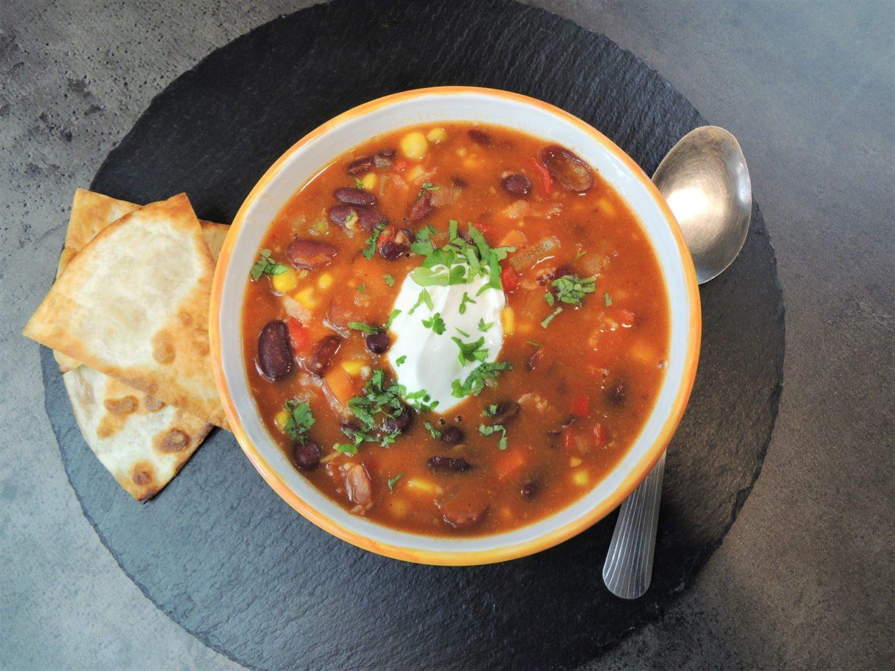 Pikantní polévka z červených fazolí