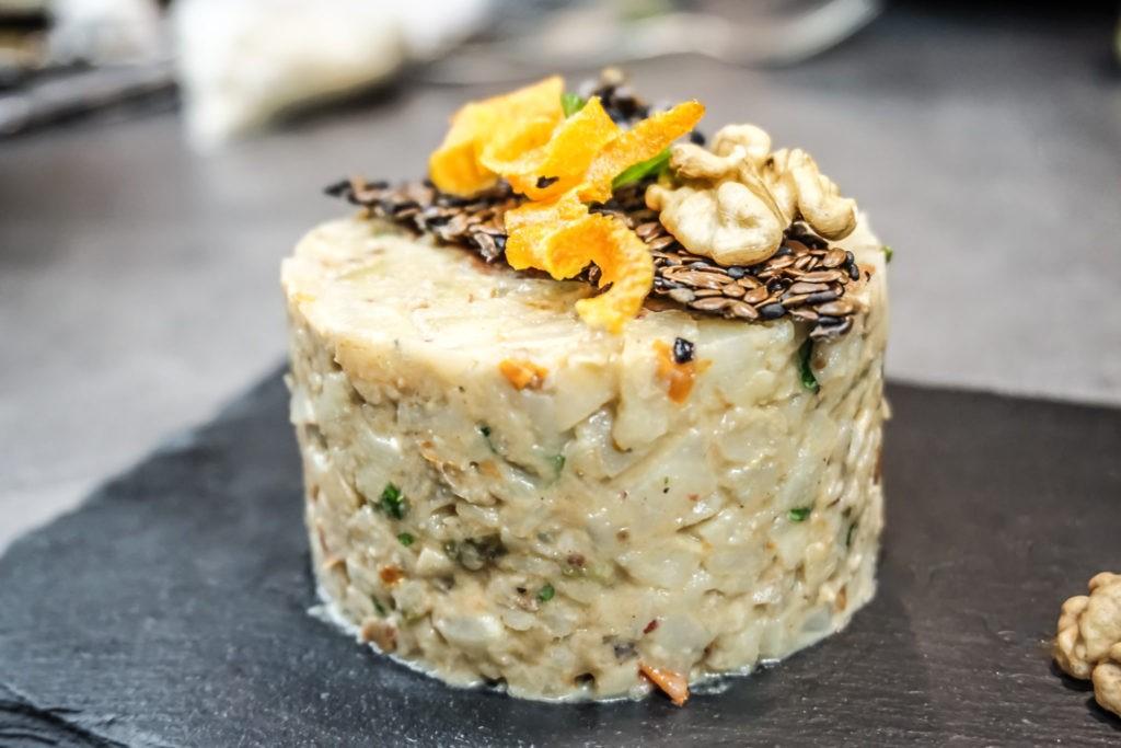 Tataráček z pečeného celeru s Gorgonzolou a ořechy